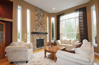 """Photo 2: 11735 GILLAND Loop in Maple Ridge: Cottonwood MR House for sale in """"RICHMOND HILL"""" : MLS®# R2027944"""