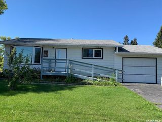 Photo 3: 674 1st Avenue Northeast in Preeceville: Residential for sale : MLS®# SK826787