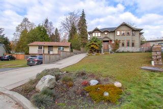 "Photo 2: 3327 LAKEDALE Avenue in Burnaby: Government Road House for sale in ""Government Road Area"" (Burnaby North)  : MLS®# R2322333"