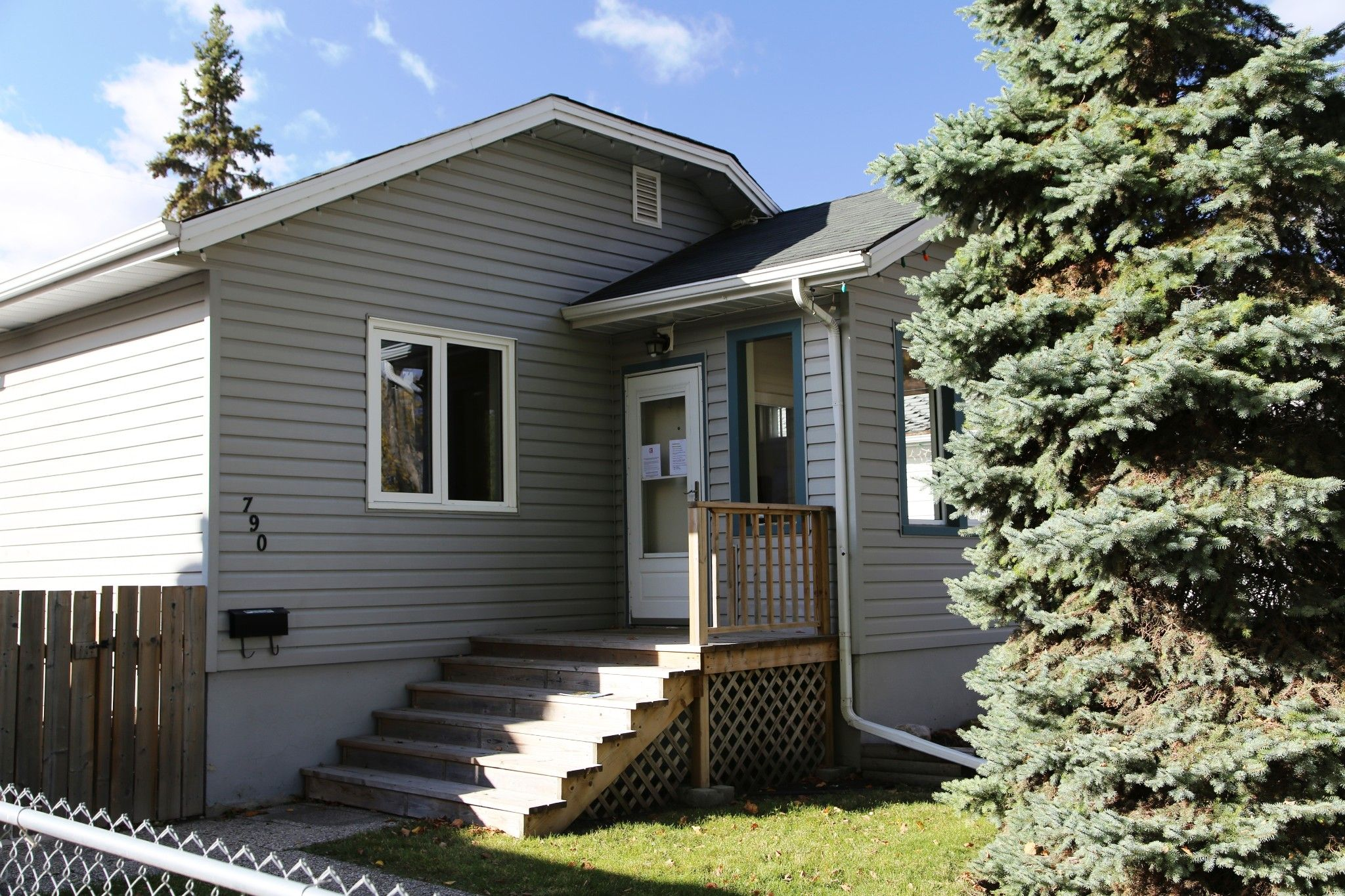 Photo 2: Photos: 790 Spruce Street in Winnipeg: West End Single Family Detached for sale (5C)  : MLS®# 202024710