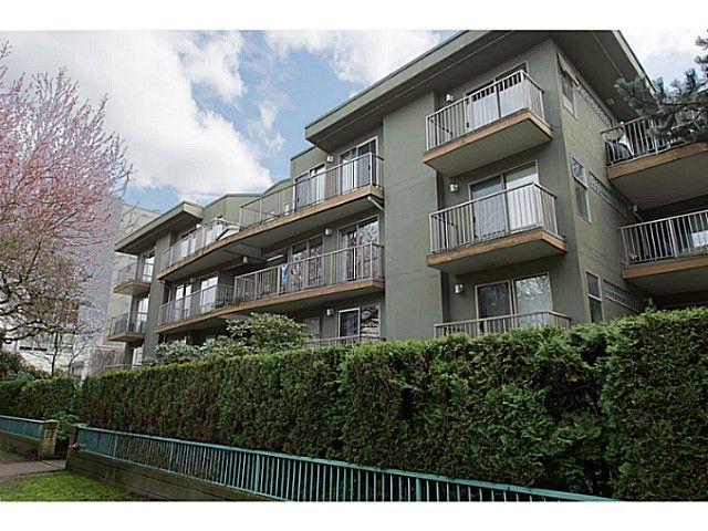 "Main Photo: 418 1820 W 3RD Avenue in Vancouver: Kitsilano Condo for sale in ""Monterey"" (Vancouver West)  : MLS®# V1057027"