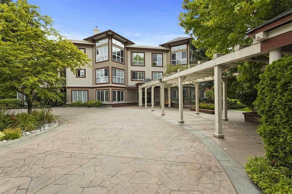 """Main Photo: 201 15342 20 Avenue in Surrey: King George Corridor Condo for sale in """"STERLING PLAZA"""" (South Surrey White Rock)  : MLS®# R2602096"""