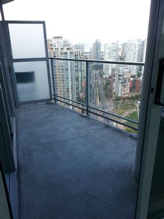 """Photo 8: 3308 1408 STRATHMORE Mews in Vancouver: Yaletown Condo for sale in """"WEST ONE"""" (Vancouver West)  : MLS®# R2118511"""