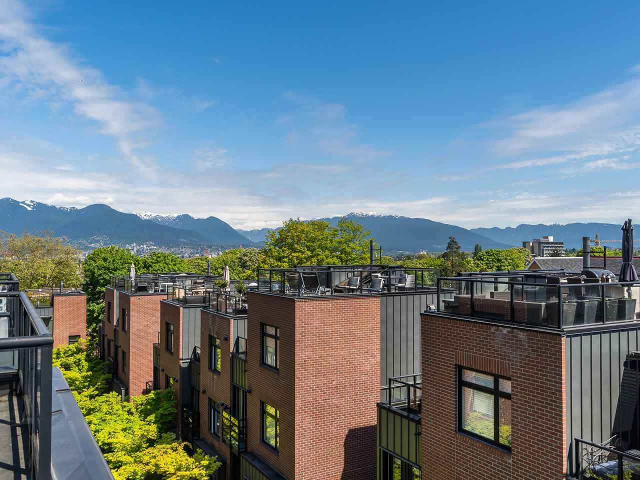 Main Photo: 2781 GUELPH STREET in : Mount Pleasant VE Townhouse for sale (Vancouver East)  : MLS®# R2265644