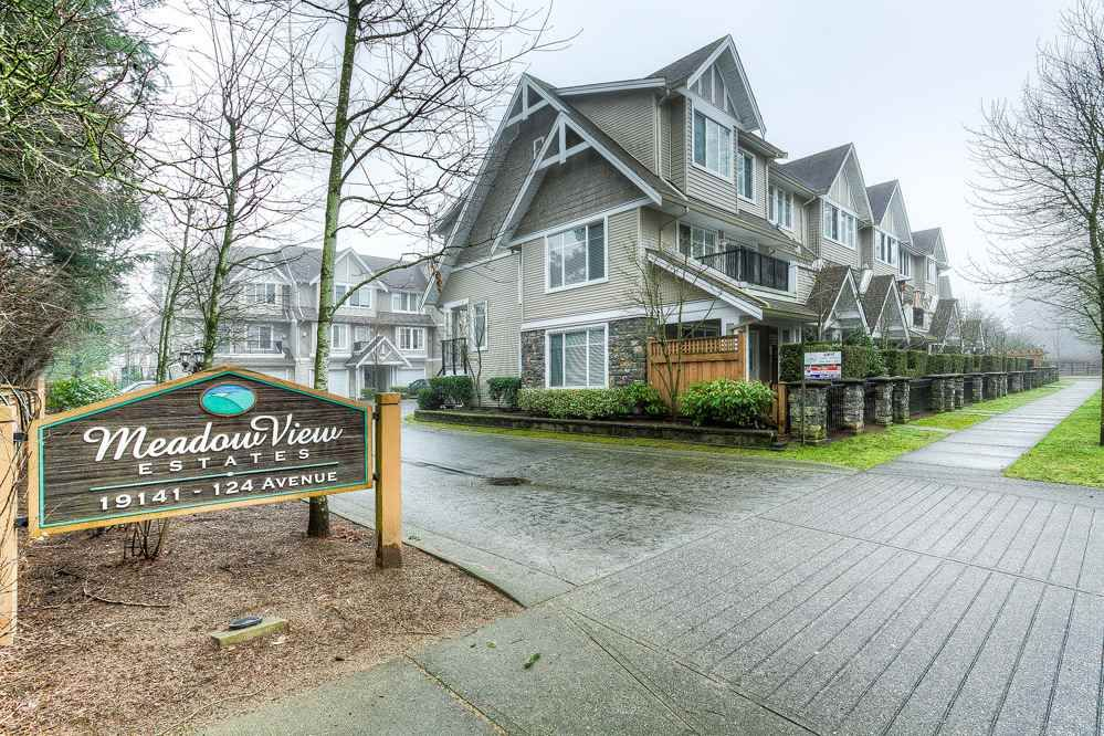 """Main Photo: 10 19141 124 Avenue in Pitt Meadows: Mid Meadows Townhouse for sale in """"MEADOWVIEW ESTATES"""" : MLS®# R2023282"""