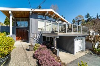 Photo 2: 812 W 19TH Street in North Vancouver: Mosquito Creek House for sale : MLS®# R2568327