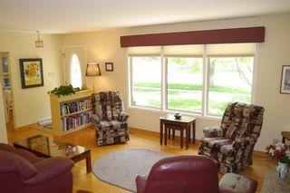 Photo 3: 657 Silverstone Avenue in Winnipeg: Fort Richmond Single Family Detached for sale (South Winnipeg)  : MLS®# 1615720