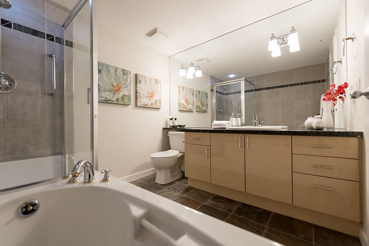 "Photo 18: Photos: 2508 193 AQUARIUS Mews in Vancouver: Yaletown Condo for sale in ""MARINASIDE RESORT RESIDENCES"" (Vancouver West)  : MLS®# R2106066"