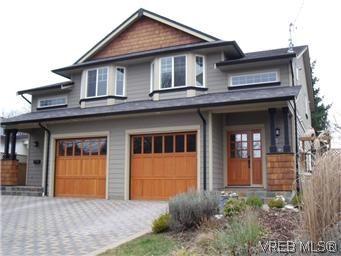 Main Photo: 2520 Cedar Hill Rd in VICTORIA: Vi Oaklands Half Duplex for sale (Victoria)  : MLS®# 557755