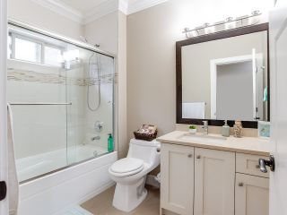 """Photo 13: 21028 76A Avenue in Langley: Willoughby Heights House for sale in """"Yorkson"""" : MLS®# R2387312"""