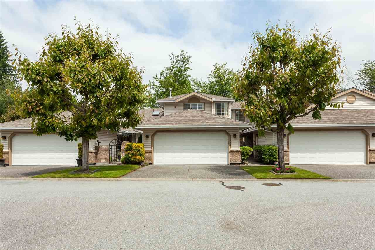 "Main Photo: 105 9781 148A Street in Surrey: Guildford Townhouse for sale in ""Chelsea Gate"" (North Surrey)  : MLS®# R2375333"