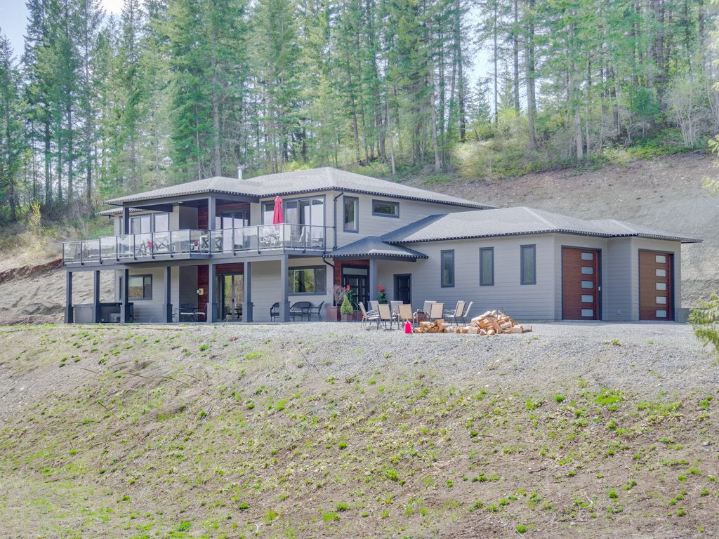 Main Photo: 55 Furlong Road in Enderby: House for sale : MLS®# 10224138
