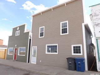 Photo 1: 413 Railway Avenue in Gainsborough: Residential for sale : MLS®# SK809070