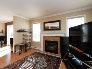 Photo 3: 900 Cavalcade Terr in Langford: La Florence Lake House for sale : MLS®# 857526
