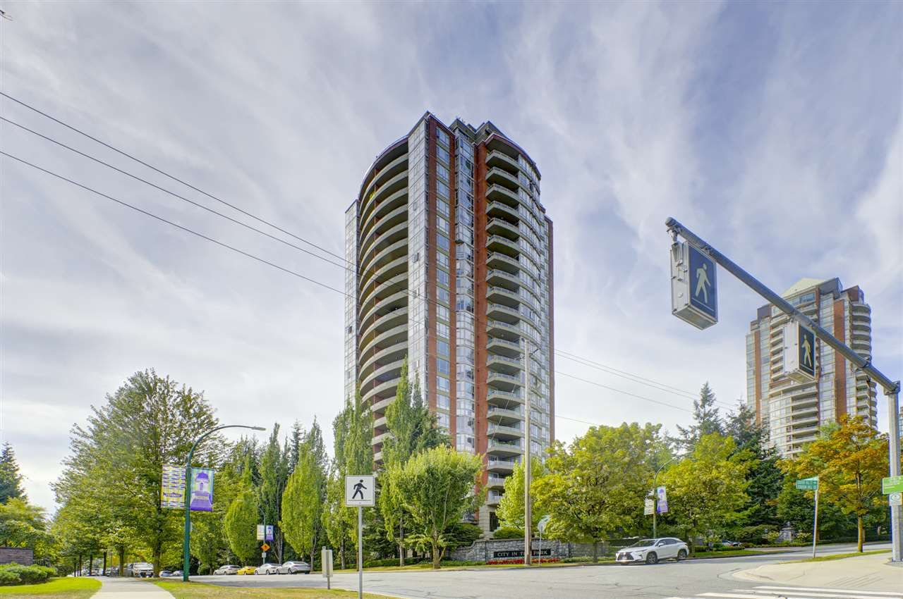 """Main Photo: 2401 6888 STATION HILL Drive in Burnaby: South Slope Condo for sale in """"SAVOY CARLTON"""" (Burnaby South)  : MLS®# R2424113"""