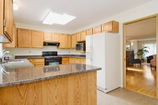 Photo 4: 413 MARINER Way in Coquitlam: Coquitlam East House for sale : MLS®# R2042897