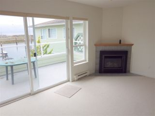 Photo 3: 207 1585 FIELD Road in Sechelt: Sechelt District Condo for sale (Sunshine Coast)  : MLS®# R2471792