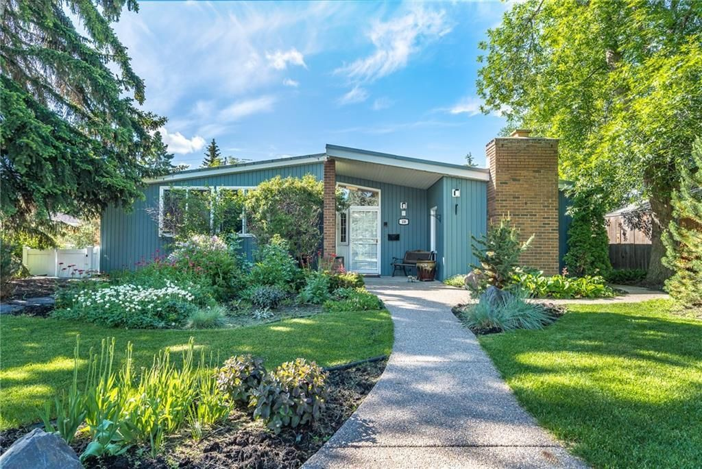 Main Photo: 139 Coleridge Road NW in Calgary: Cambrian Heights Detached for sale : MLS®# C4301278