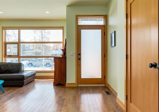 Photo 3: 3322 41 Street SW in Calgary: Glenbrook Detached for sale : MLS®# A1069634