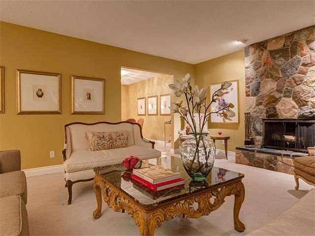 Photo 9: Photos: 7016 KENOSEE Place SW in Calgary: Kelvin Grove House for sale : MLS®# C4055215