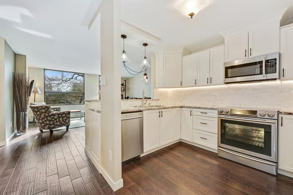 Main Photo: 202 1202 13 Avenue SW in Calgary: Beltline Apartment for sale : MLS®# A1139385