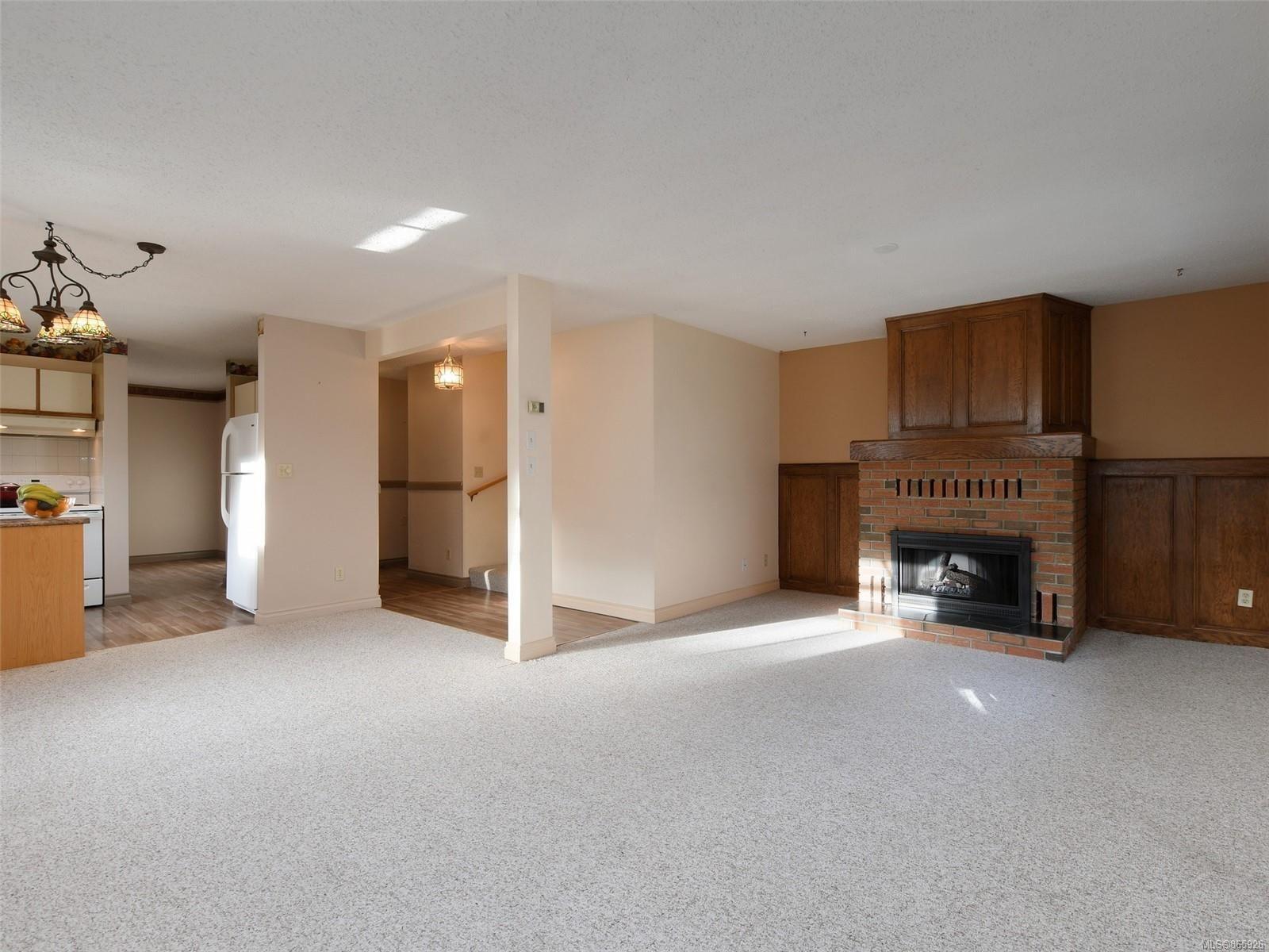 Photo 2: Photos: 8 4350 West Saanich Rd in : SW Royal Oak Row/Townhouse for sale (Saanich West)  : MLS®# 865926
