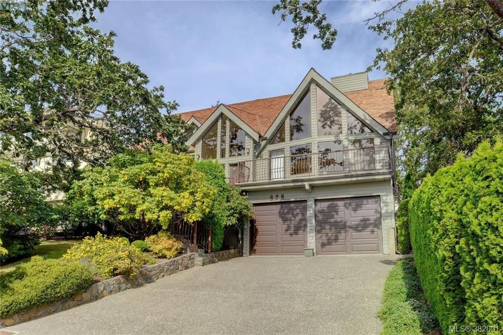 Main Photo: 878 Denford Cres in VICTORIA: SE Lake Hill House for sale (Saanich East)  : MLS®# 767667