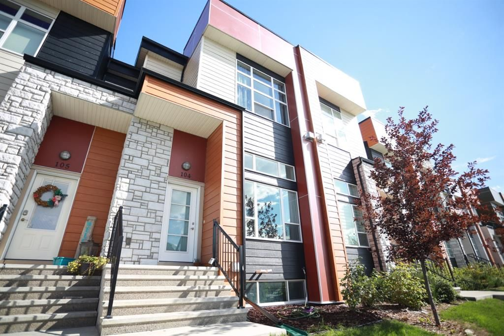 Main Photo: 104 1530 Bayside Avenue SW: Airdrie Row/Townhouse for sale : MLS®# A1147383