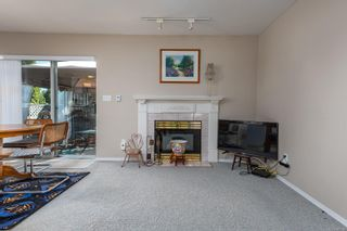 Photo 6: 2201 Bolt Ave in : CV Comox (Town of) House for sale (Comox Valley)  : MLS®# 885528