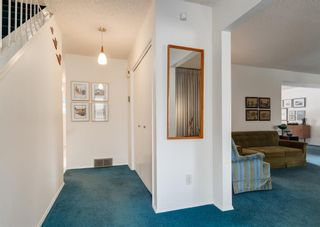 Photo 3: 75 Bay View Drive SW in Calgary: Bayview Detached for sale : MLS®# A1087927