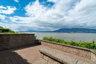 "Photo 15: 3175 POINT GREY Road in Vancouver: Kitsilano 1/2 Duplex for sale in ""THE GOLDEN MILE - POINT GREY ROAD"" (Vancouver West)  : MLS®# R2458598"