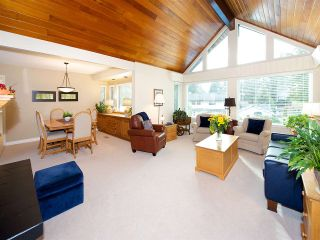Photo 2: 6545 HILLSIDE CRESCENT in Delta: Sunshine Hills Woods House for sale (N. Delta)  : MLS®# R2014396