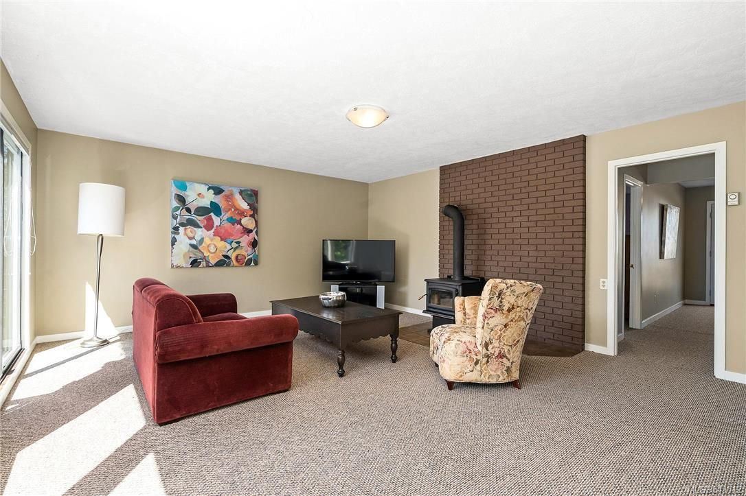 Photo 19: Photos: 950 Easter Rd in Saanich: SE Quadra House for sale (Saanich East)  : MLS®# 843512