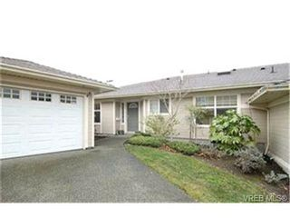 Photo 1: 8 4383 Torquay Dr in VICTORIA: SE Gordon Head Row/Townhouse for sale (Saanich East)  : MLS®# 417367