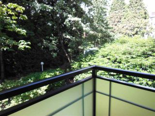 "Photo 14: 301 360 E 2ND Street in North Vancouver: Lower Lonsdale Condo for sale in ""Emerald Manor"" : MLS®# R2084102"