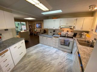 """Photo 10: 19 2306 198 Street in Langley: Brookswood Langley Manufactured Home for sale in """"CEDAR LANE SENIORS PARK"""" : MLS®# R2497884"""