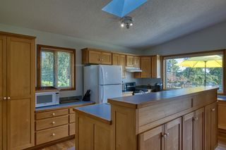 Photo 8: 1212 GOWER POINT Road in Gibsons: Gibsons & Area House for sale (Sunshine Coast)  : MLS®# R2605077