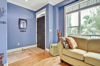 Photo 2: 640 54 Ave SW in Calgary: House for sale : MLS®# C4023546