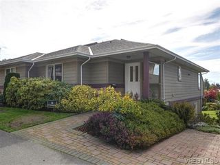Photo 1: 18 126 Hallowell Rd in VICTORIA: VR Glentana Row/Townhouse for sale (View Royal)  : MLS®# 744425