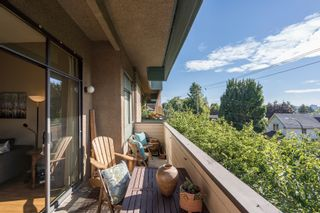 """Photo 11: 308 1516 CHARLES Street in Vancouver: Grandview VE Condo for sale in """"Garden Terrace"""" (Vancouver East)  : MLS®# R2302438"""