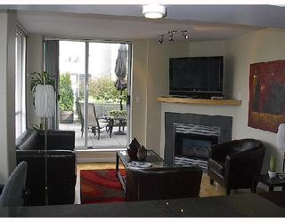 "Photo 5: 326 1979 YEW Street in Vancouver: Kitsilano Condo for sale in ""CAPERS BUILDING"" (Vancouver West)  : MLS®# V697069"