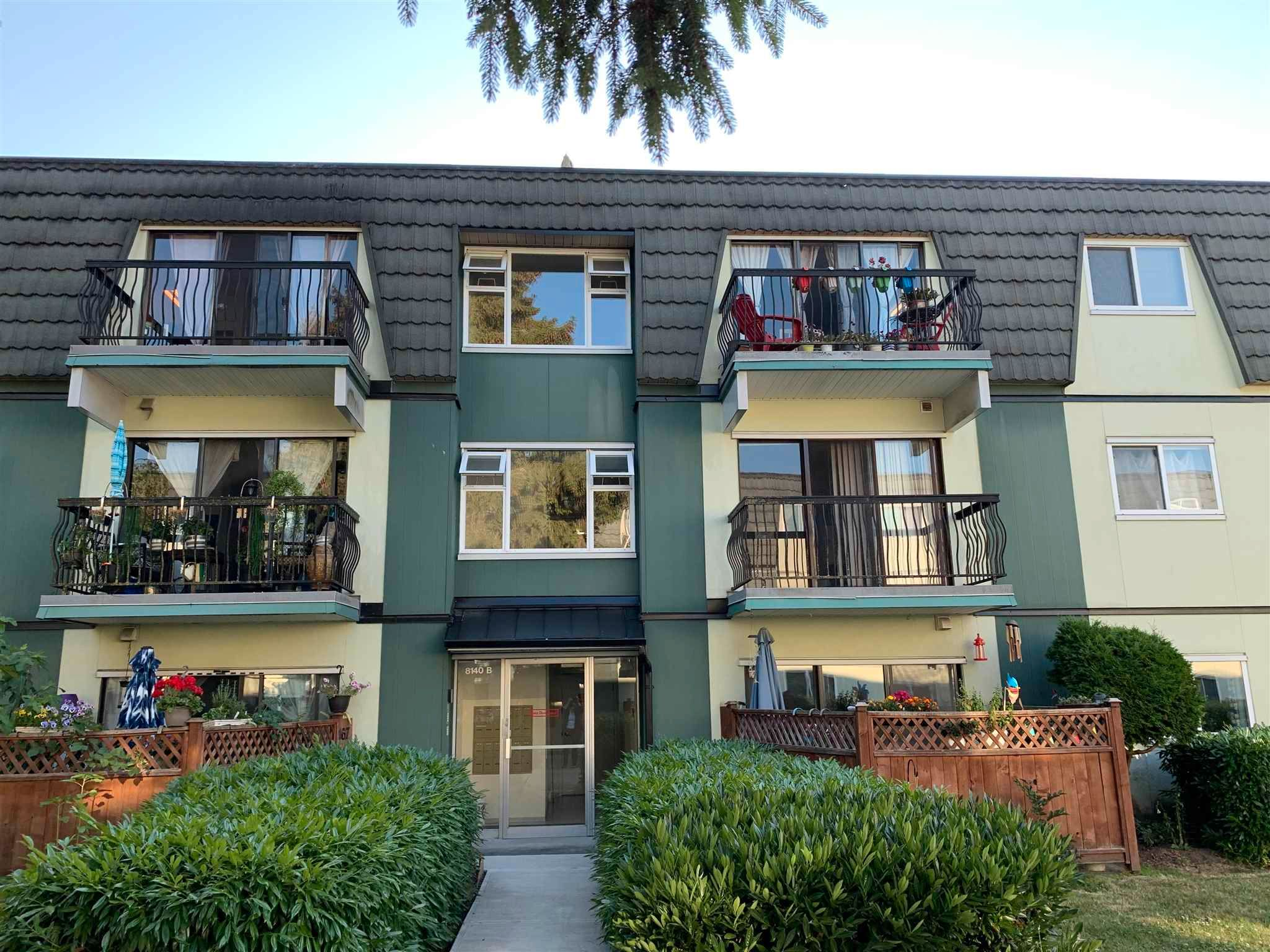 """Main Photo: 270 8140B WILLIAMS Road in Richmond: South Arm Condo for sale in """"MAYFAIR COURT"""" : MLS®# R2600313"""