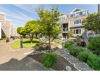 "Photo 4: 14838 BEACHVIEW Avenue: White Rock Townhouse for sale in ""Marine Court"" (South Surrey White Rock)  : MLS®# R2268720"