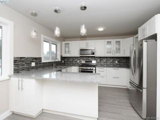 Photo 2: 3590 Shelbourne St in VICTORIA: SE Cedar Hill House for sale (Saanich East)  : MLS®# 805260
