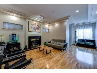 Photo 8: 272 61ST Ave E in Vancouver East: South Vancouver Home for sale ()  : MLS®# V1119950