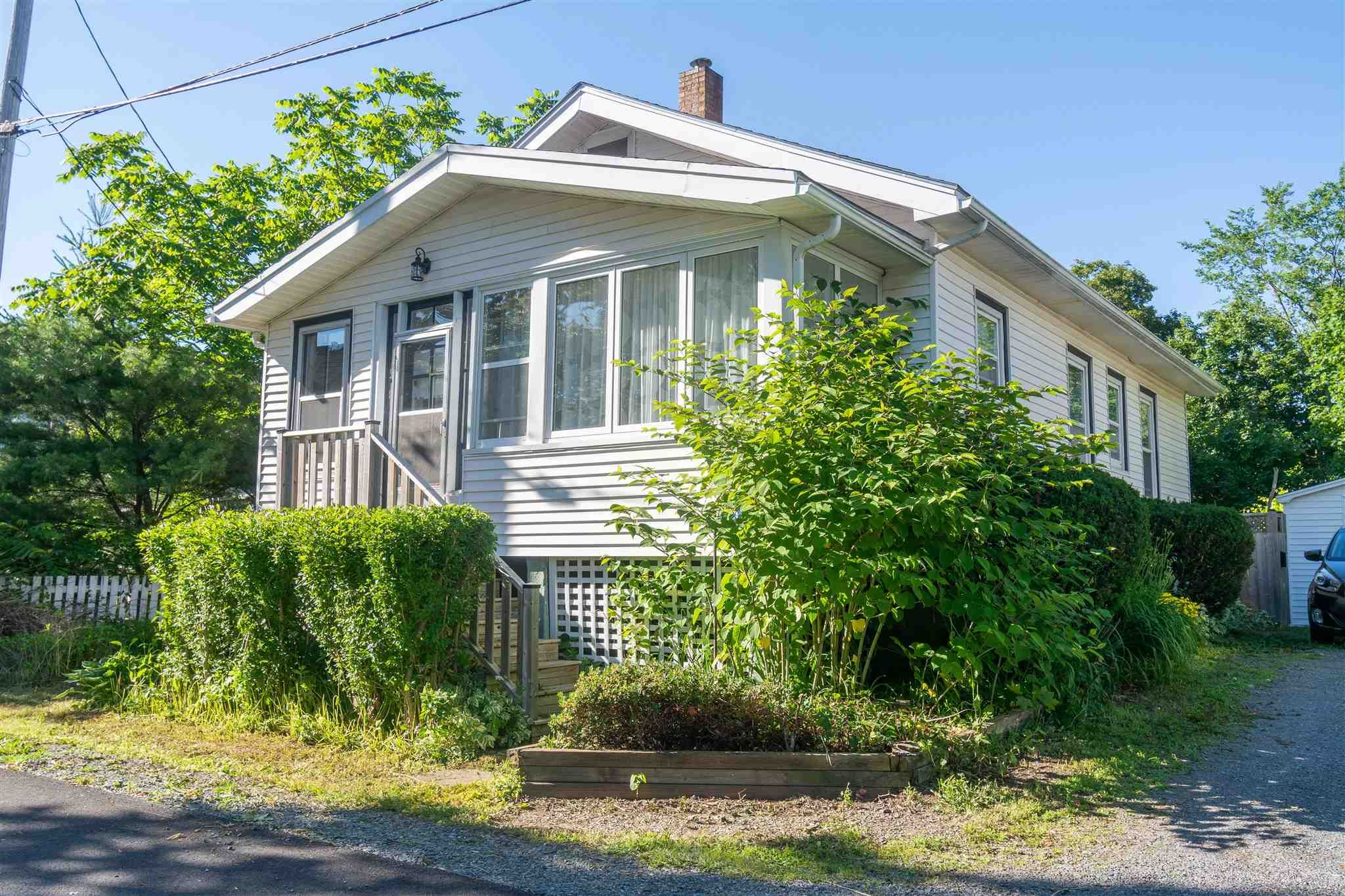 Main Photo: 171 Munroe Street in Windsor: 403-Hants County Residential for sale (Annapolis Valley)  : MLS®# 202116941