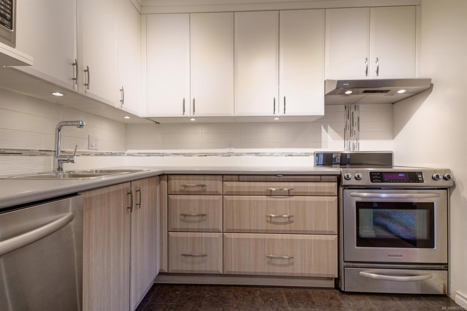 Main Photo: 103 1545 Pandora Ave in : Vi Fernwood Condo for sale (Victoria)  : MLS®# 863123