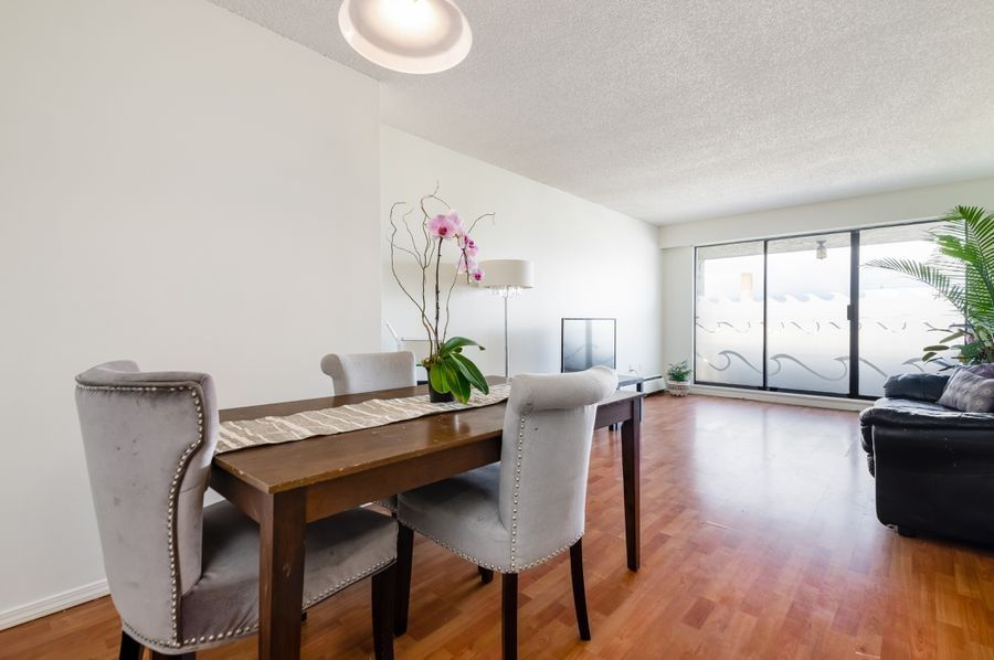 "Main Photo: 312 2450 CORNWALL Avenue in Vancouver: Kitsilano Condo for sale in ""THE OCEAN'S DOOR"" (Vancouver West)  : MLS®# R2558067"