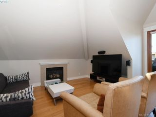 Photo 4: 2 2310 Wark St in VICTORIA: Vi Central Park Row/Townhouse for sale (Victoria)  : MLS®# 822852