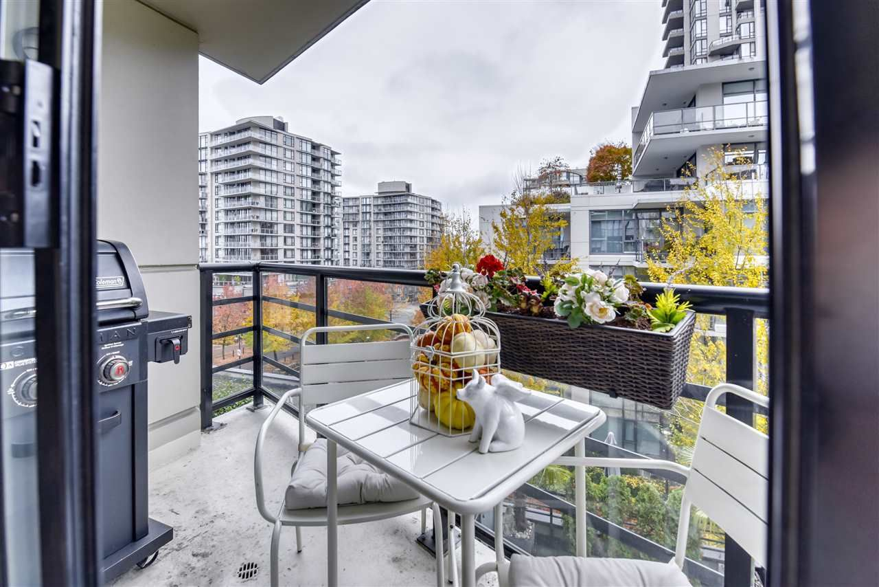 """Photo 15: Photos: 507 124 W 1ST Street in North Vancouver: Lower Lonsdale Condo for sale in """"THE """"Q"""""""" : MLS®# R2509553"""